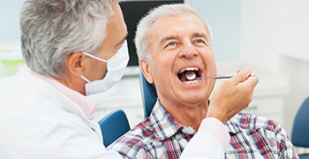 man getting oral cancer screenings