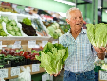 healthy person shopping for produce in a grocery store